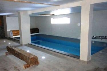 La piscine intérieur du spa aux chalets le Sabot de Vénus et Le Gaulois à Champagny