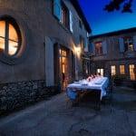 Terrasse de la maison de nuit au domaine Le Colombier à Carcassonne