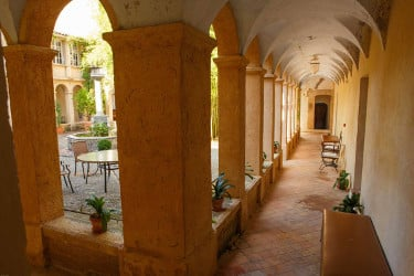 cloitre monastere de segries jeune therapeutique petit - monastere - version avant avril 2019