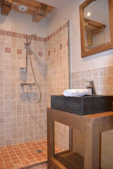 salle de bain privative sabot de venus jeune et randonnee petit - Champagny - version avant avril 2019