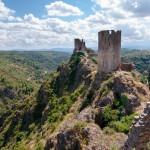Vue panoramique sur la Tour Régine Surdespine, les Tours de Quertinheux et la vallée de Lastours