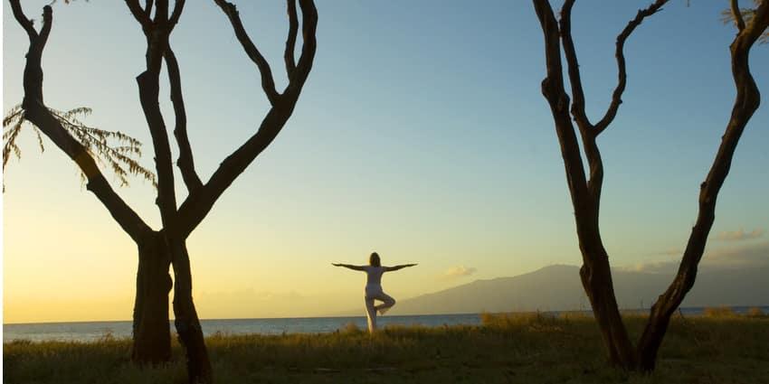 silhoutte femme yoga monastere de segries jeune hydrique diaporama - Jeûne, Randonnée et Yoga