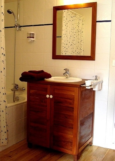 salle de bain miravel petit - Domaine de Miravel - version avant avril 2019