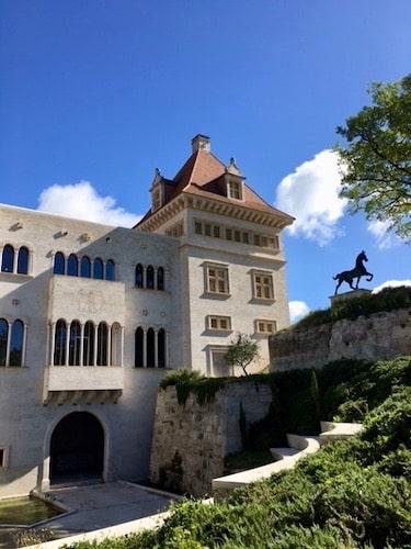 chateau jeune confort luxe 375x500 1 - Château de Guirauton - version avant avril 2019