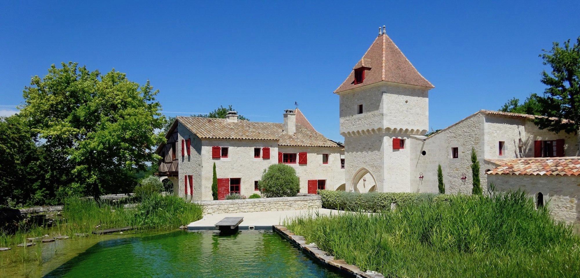 hameau guirauton piscine été jeune confort luxe 2000x960 - Château de Guirauton - version avant avril 2019