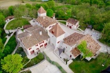 hameau vu du ciel jeune confort luxe 375x250 - Château de Guirauton - version avant avril 2019