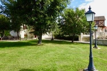 parc hameau jeune confort luxe 375x250 1 - Château de Guirauton - version avant avril 2019