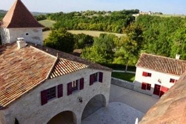terrain jeune confort luxe 375x250 - Château de Guirauton - version avant avril 2019