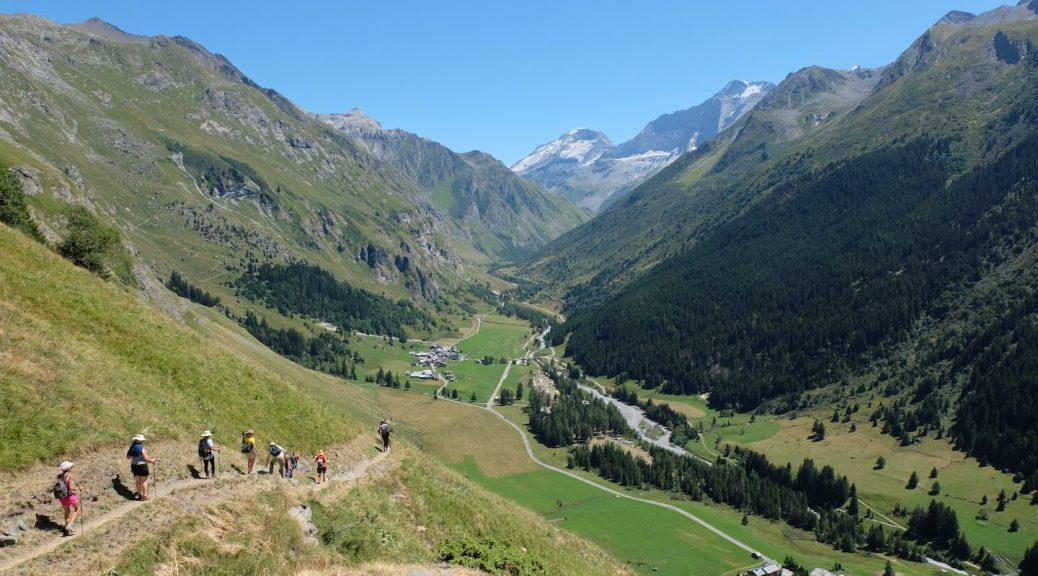 vallon champagny le haut rando jeune et randonnee 1440x810 1038x576 - LES ALPES - Champagny-en-Vanoise