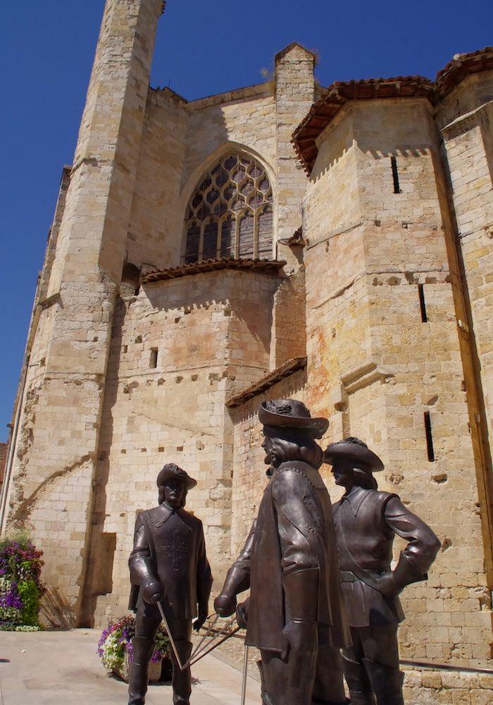 cathédrale condom mousquetaires detox luxe 700x1000 - Domaine d'Orion