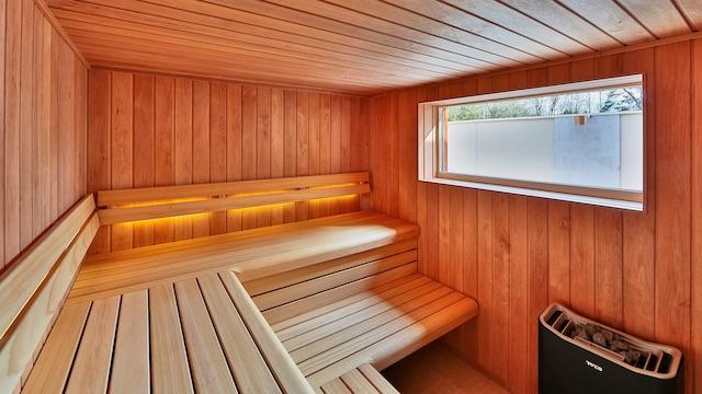 sauna crowd -