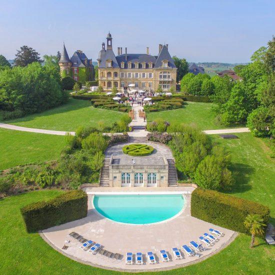 domaine essendieras vue chateau detox jeune confort perigord 550x550 - Domaine d'Essendiéras