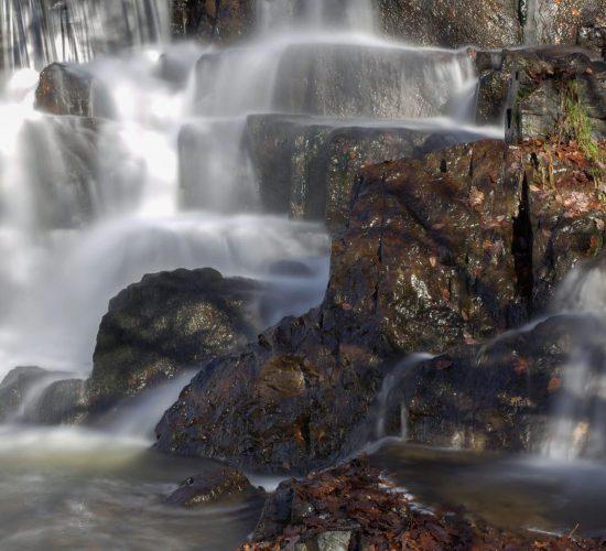Mille et une sources dans la vallée de l'Auvézère, Périgord, France