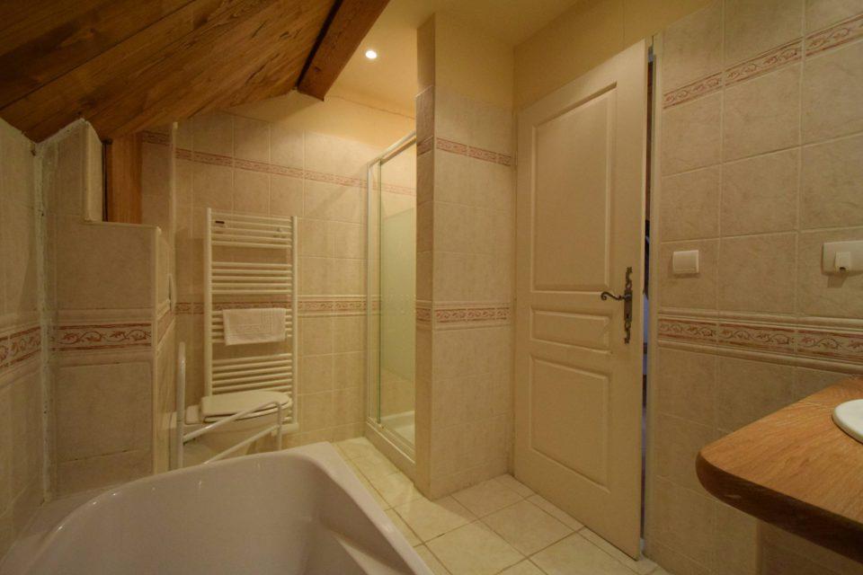 salle de bain domaine essendieras perigord detox confort 2 960x640 - Domaine d'Essendiéras