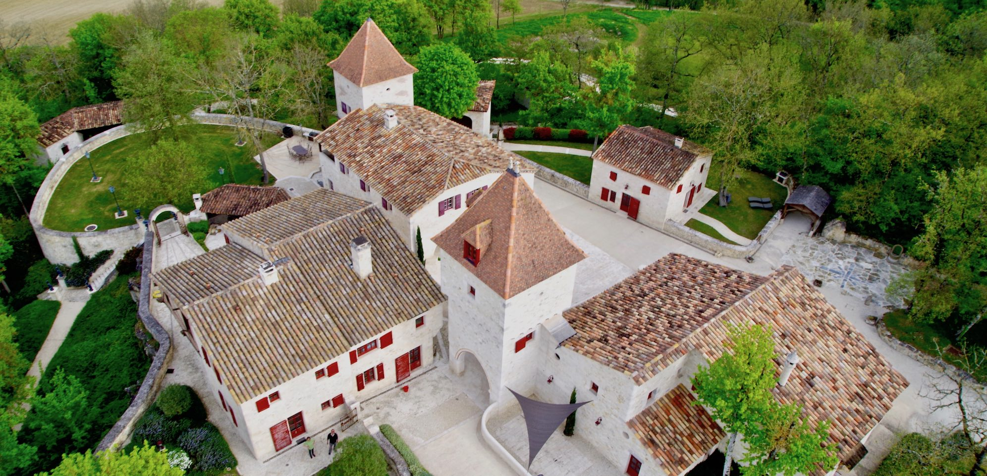hameau guirauton vu du ciel jeune confort luxe 2000x960 - Gers - Château de Guirauton