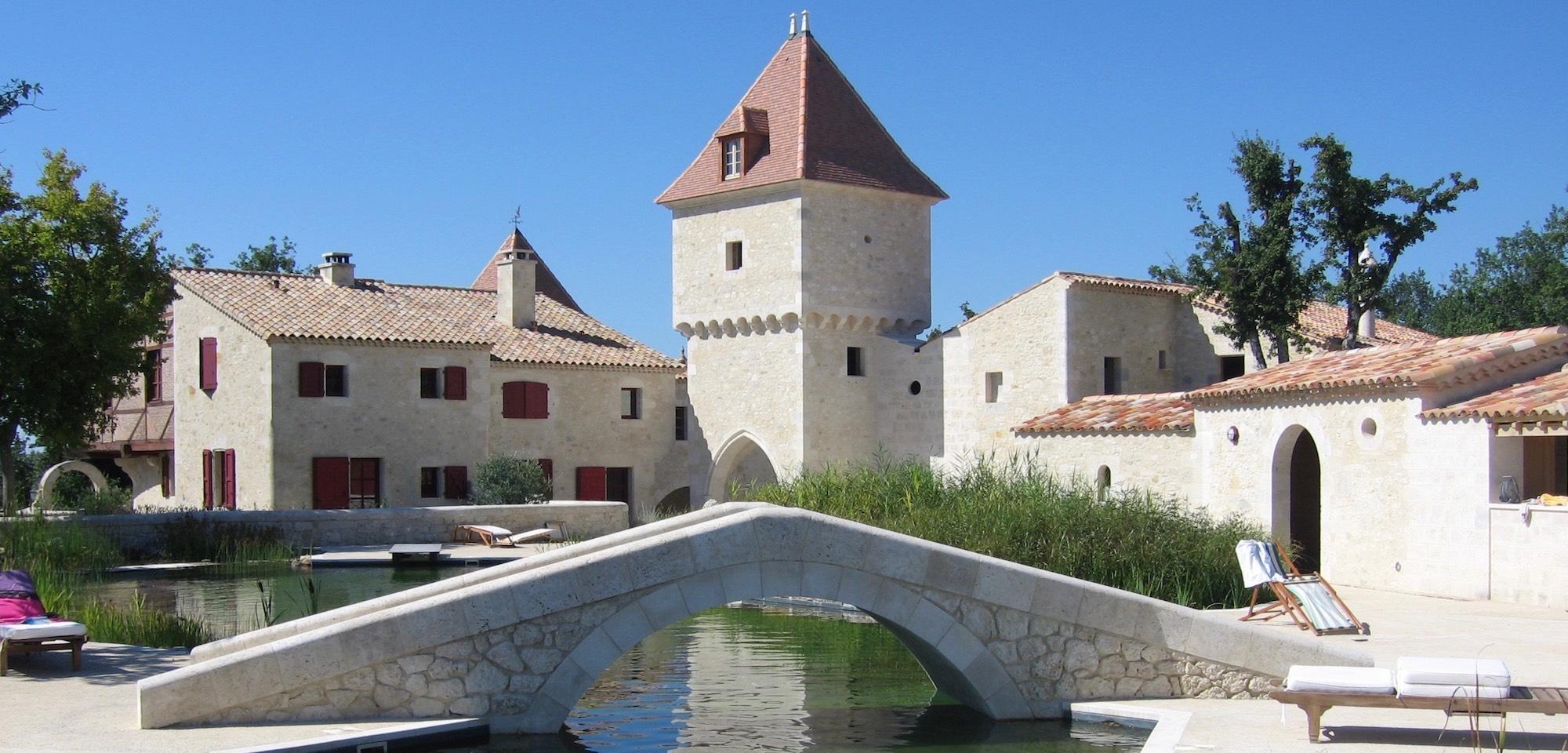 piscine naturelle hameau guirauton jeune confort luxe 2000x960 - Gers - Château de Guirauton